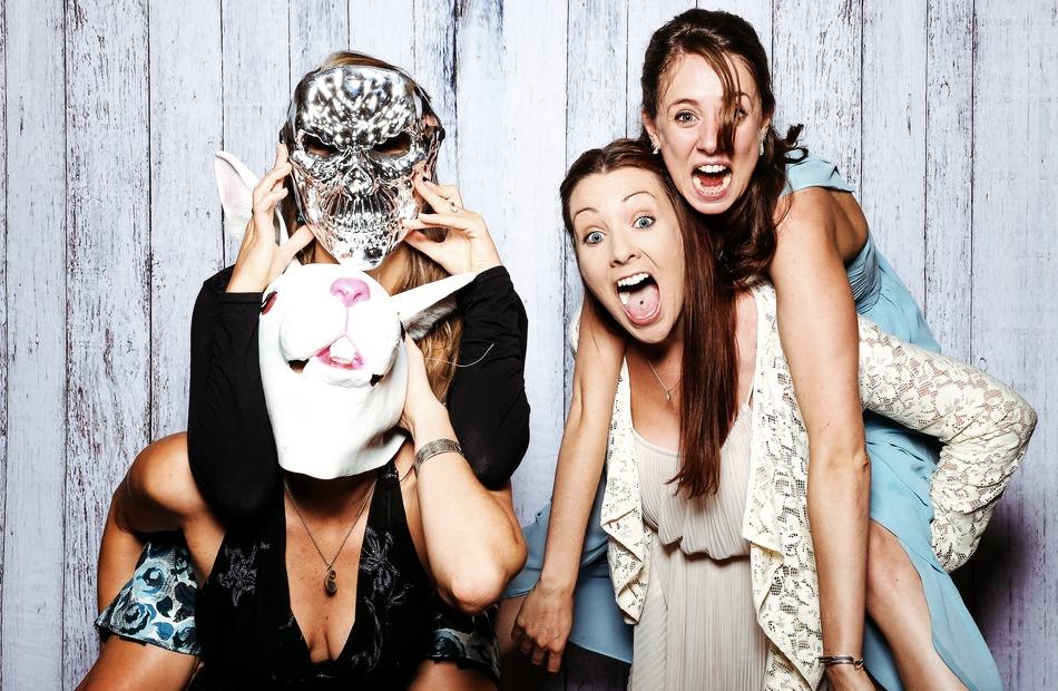 Jak uatrakcyjnić imprezę? Wynajmij fotobudkę!