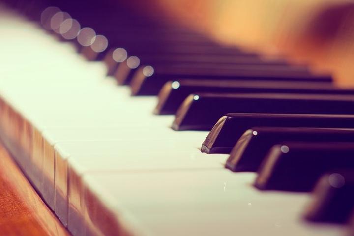 Zakup i nauka gry na pianinie