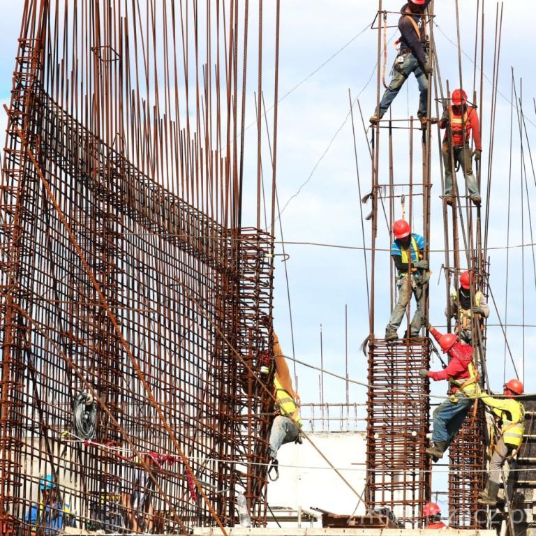 Budowa – wstępne konstrukcje z szalunkami